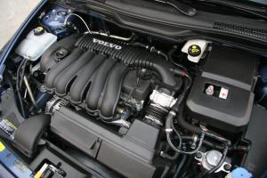 S40(进口)发动机图片