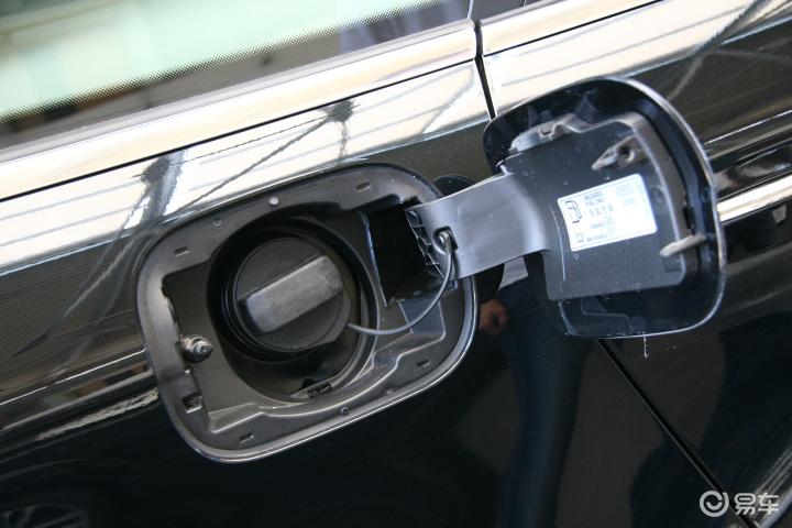 2009款 2.4 舒适型 奥迪a6l 2.4 舒适型 油箱 盖高清图片
