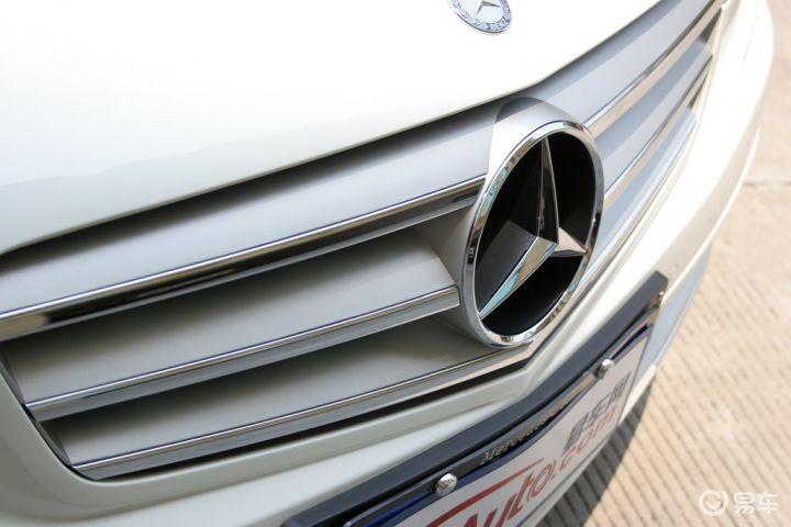 汽车图片 奔驰 北京奔驰 c级 全部车款 2011款 c 180 经典型 光玉髓红