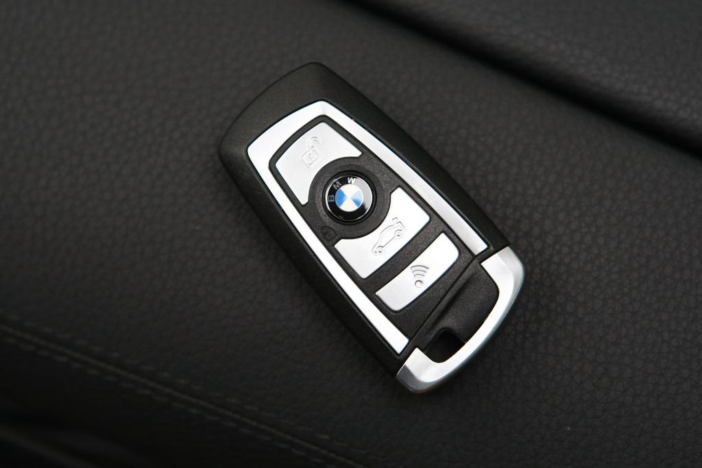宝马钥匙手机 供应最小时尚卡通迷你宝马x6翻盖遥控器钥匙扣手机 宝马钥匙扣手机 最新女性手机
