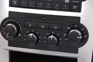 克莱斯勒300C 中控台空调控制键
