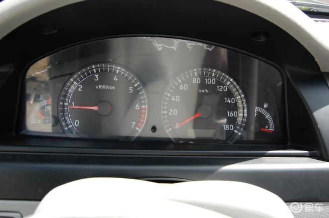 【夏利N5 1.0MT标准型 国三OBD2010款夏利N5内饰图片】-易车网