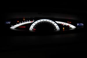 进口丰田普瑞维亚 仪表盘背光显示
