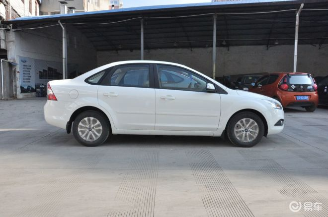 福克斯0款三厢白_提车作业新福克斯16AT风尚三厢白色之纯新
