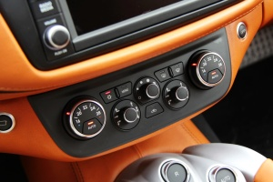 法拉利FF 中控台空调控制键