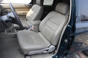 锐骐厢式车驾驶员座椅图片