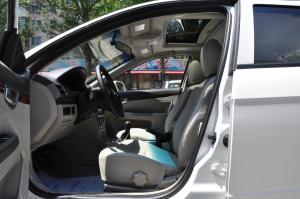 长安CX30三厢前排空间图片