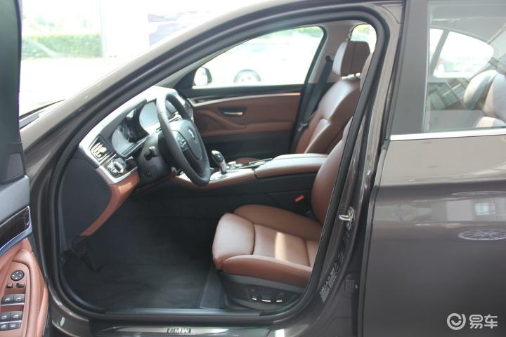 宝马5系 528i xDrive 豪华型前排空间