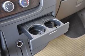 上汽大通V80改装车 商务休旅内饰-极光银