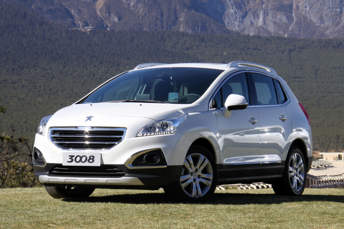 景逸X5 上市時間:8月 預計售價:8.69萬-10.26萬 新車亮點:大空間、價格實惠 景逸X5是景逸的一款新SUV,在今年的上海車展上已經曝光。作為一款SUV車型,新車外觀設計大氣不失穩重,據相關猜測預計這款新車售價區間為8.69萬-10.26萬元。  外觀配置方面,使用鋁合金輪轂、投射式前大燈,尾燈中采用了當前流行的LED。