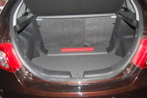 吉利经典版帝豪两厢行李箱空间图片