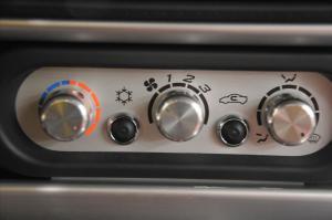 路特斯Elise中控台空调控制键图片