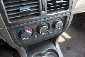 众泰Z200 中控台空调控制键