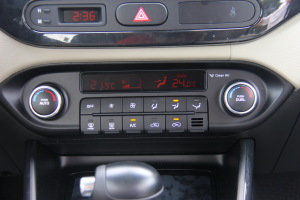 进口起亚佳乐 中控台空调控制键