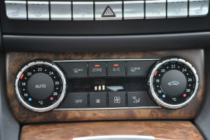 巴博斯CLS级 中控台空调控制键