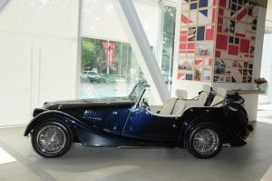 摩根Roadster 正侧(车头向左)