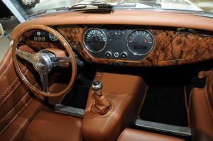 摩根Roadster完整内饰(中间位置)图片