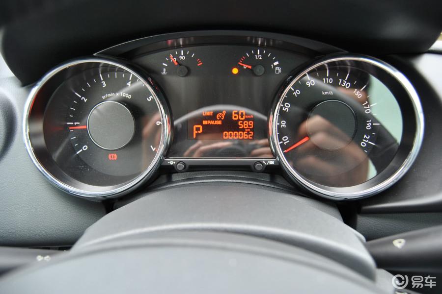 【标致30082011款豪华版仪表盘背光显示汽车图片-汽车