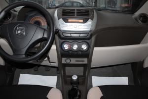 众泰Z100中控台整体图片