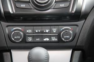 ILX中控台空调控制键