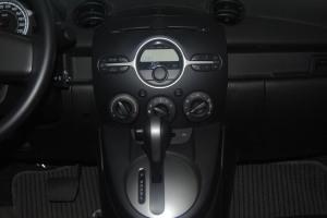 马自达2中控台整体图片