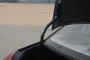 吉利金刚2代               行李厢支撑杆
