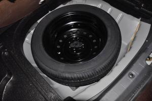 利亚纳A6三厢              备胎