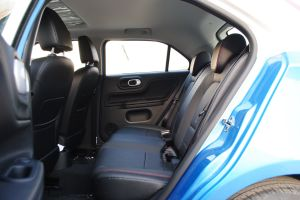 MG 3后排空间图片