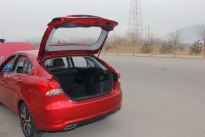V6菱仕行李厢开口范围