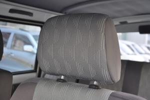 众泰V10驾驶员头枕图片