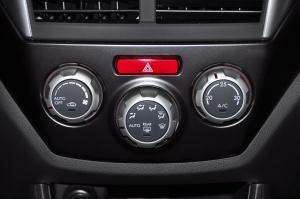 斯巴鲁 WRX STI 中控台空调控制键