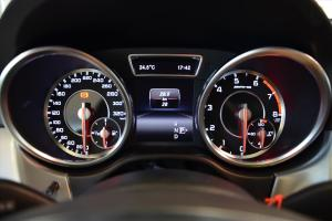 进口奔驰M级AMG 仪表盘背光显示