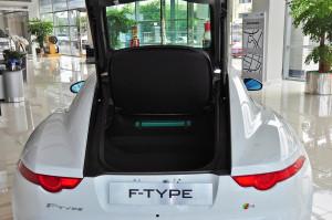 捷豹F-Type行李箱空间图片