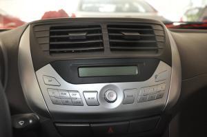 众泰Z100 中控台音响控制键