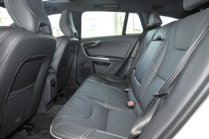 沃尔沃V60(进口)后排空间图片