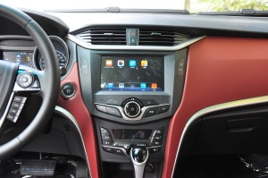 比亚迪G5中控台正面图片