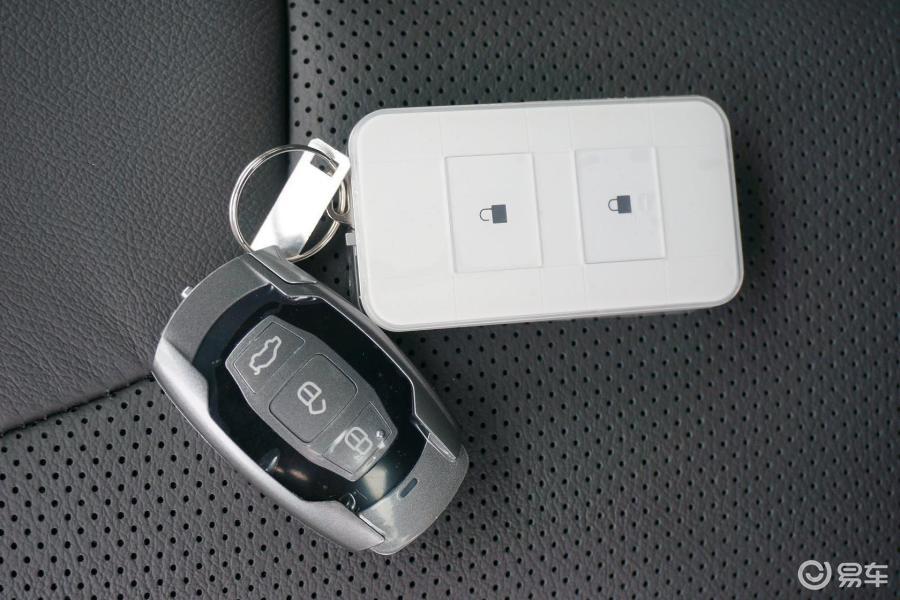 钥匙黑白手绘图