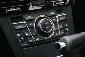 H7中控台空调控制键