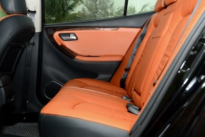 M82015款 1.8T 自动 豪华型 内饰黑橙