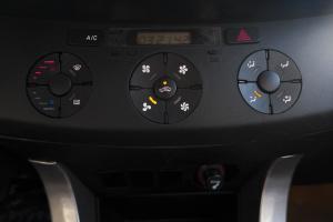 永源A380中控台空调控制键图片