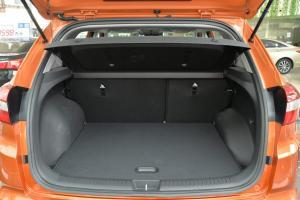 ix25行李箱空间