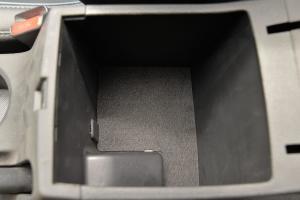 ix25前排中央扶手箱空间