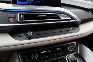 宝马i8中控台音响控制键图片