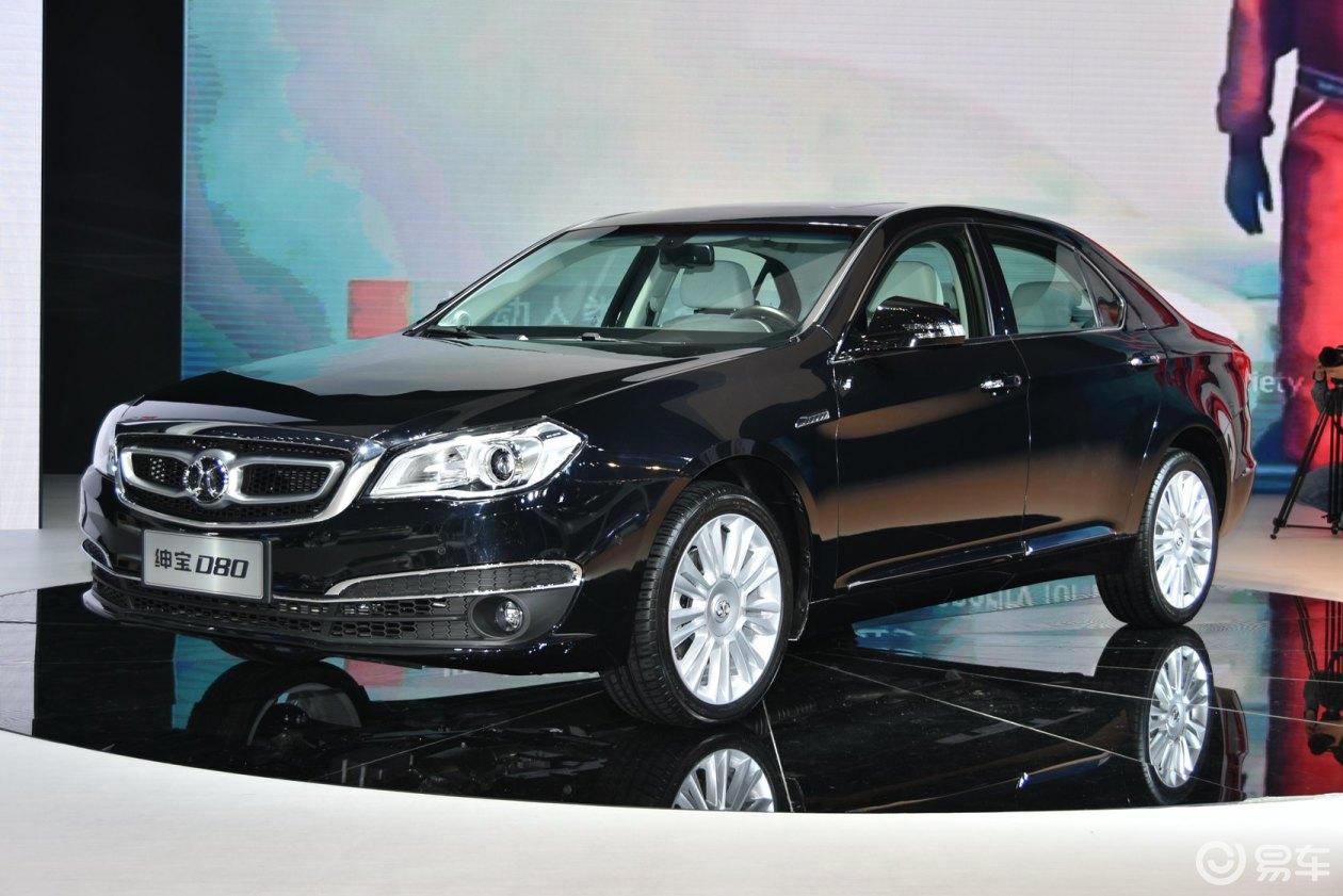 该车的外观设计方面延续了绅宝家族的特征,整体形象很符合其定位,2830