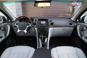 新大7 SUV完整内饰(中间位置)图片