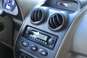全球鹰K10D              中控台音响控制键
