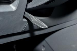 大众Sportsvan方向盘调节键图片