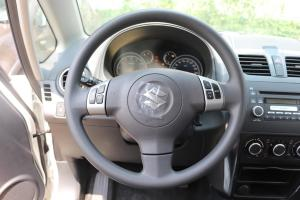 天语SX4两厢方向盘图片