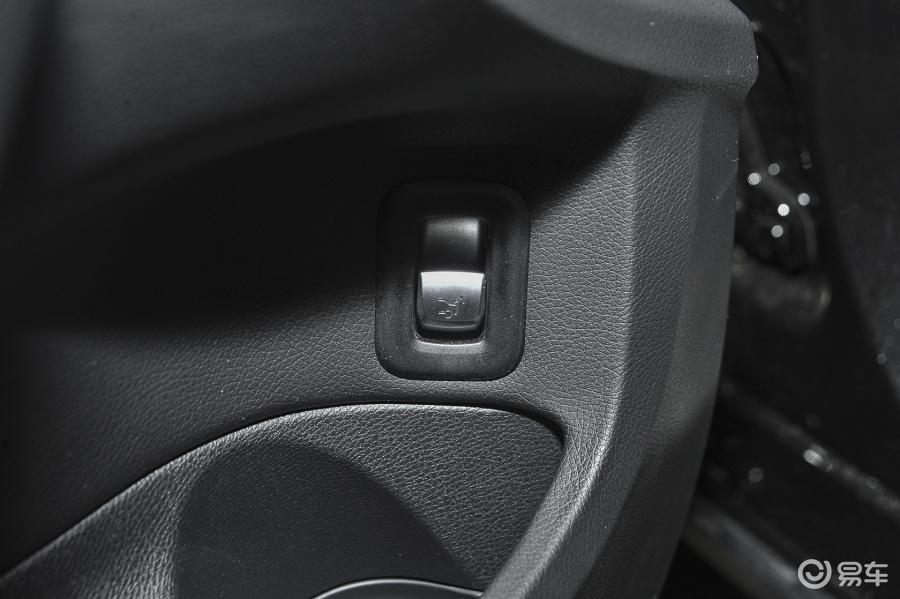 4MATIC车内行李箱开启键汽车图片-汽车图片大全】-易车网高清图片