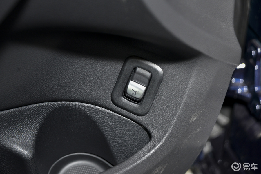 0 L 运动型车内行李箱开启键汽车图片-汽车图片大全】-易车网高清图片